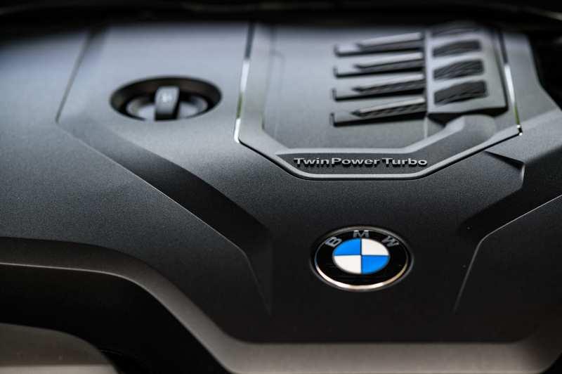 318i Luxury搭載2.0升四缸渦輪引擎,具有156hp/25.5kgm最大輸出。