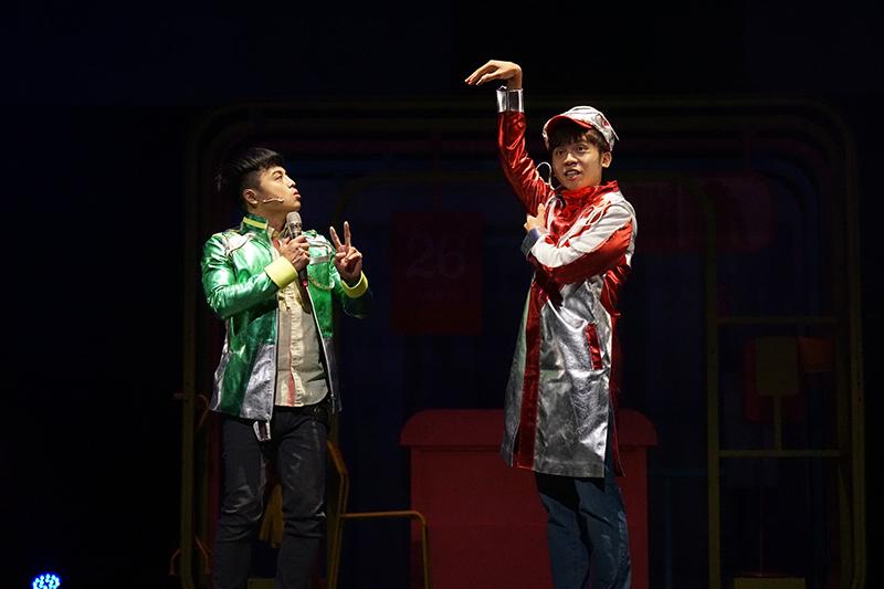黃豪平(右)舞台劇《變身偵探》90分鐘Non-stop演出。
