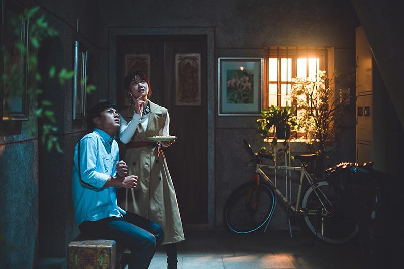 《老姑婆的古董老菜單》戲中李冠毅(左起)、嚴正嵐也因為蚵嗲碰上靈異事件。