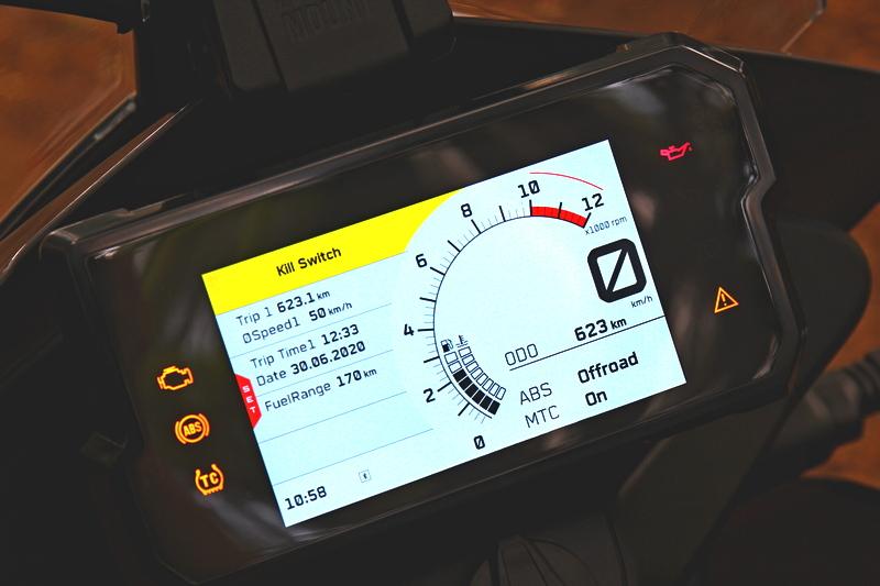 390 Adventure配置5吋螢幕,搭配專屬APP可支援地圖路線。