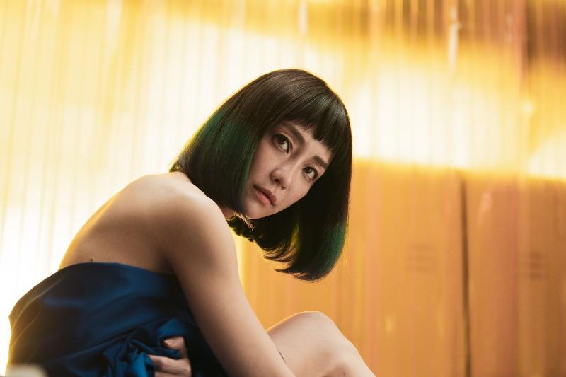 電影《怪胎》女主角謝欣穎飾演人體素描模特兒。
