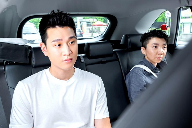 《我的青春沒在怕》中唐禹哲一日體驗司機,竟載到歌手周興哲。