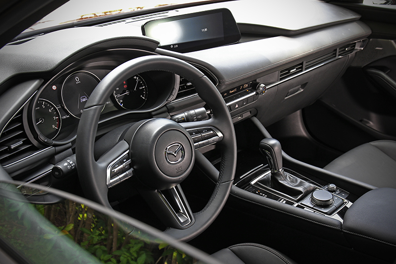 Mazda 3座艙質感比起同級對手有著更為出色的水準。