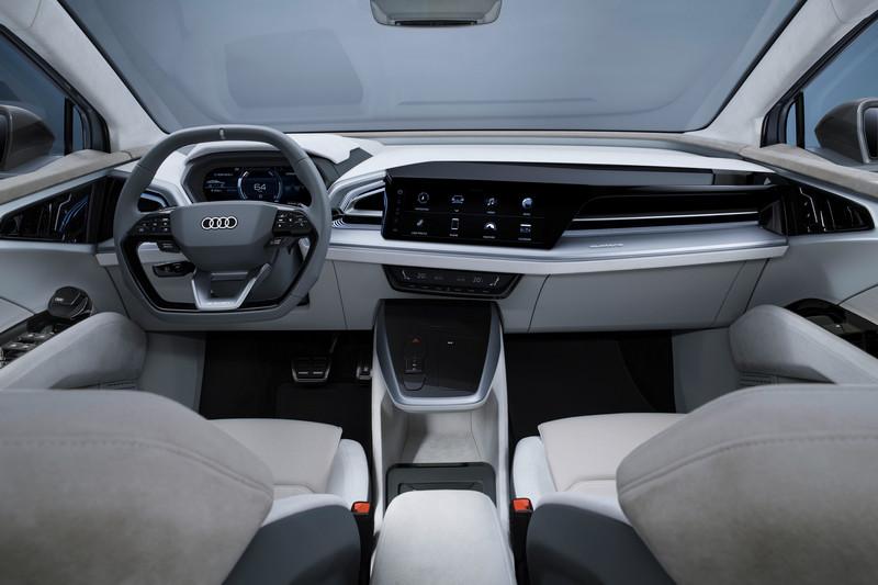 Q4 Sportback e-tron concenpt運用擴增實境抬頭顯示器,可將交通號誌、限速、圖像指標等行車資訊投射顯示於前擋風。