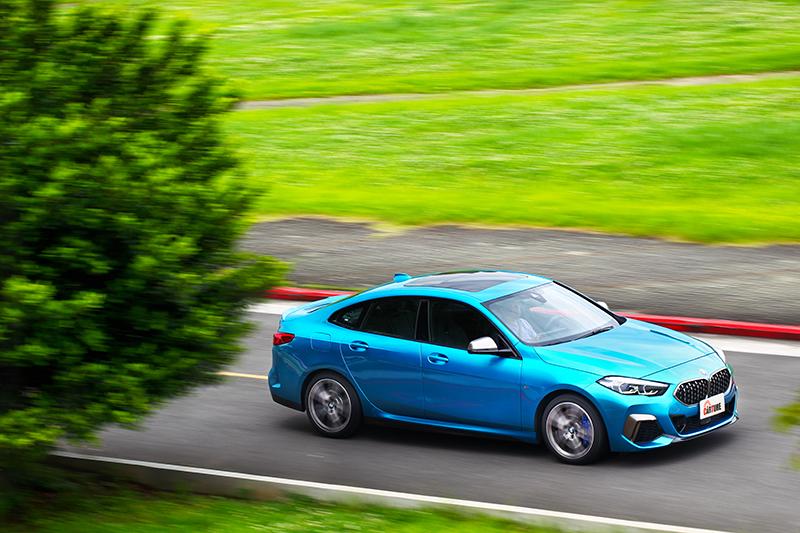 光從外觀就不會懷疑M235i Gran Coupe的動態表現。