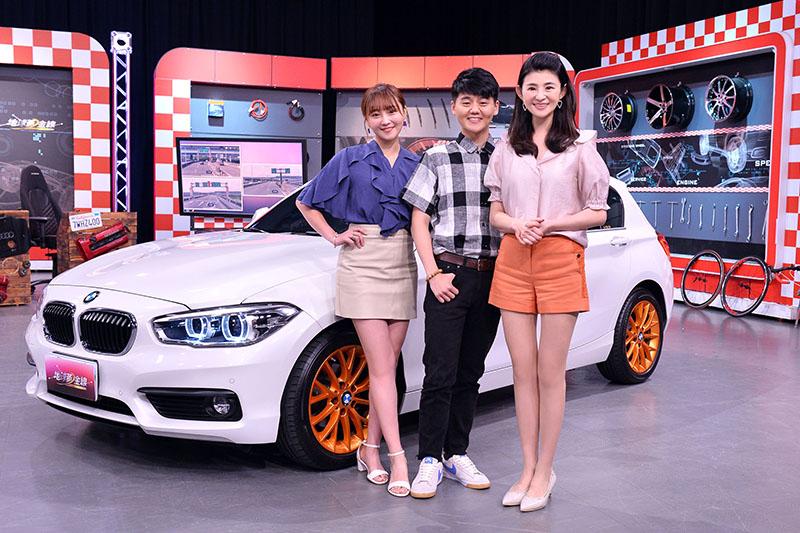 《地球黃金線》邀請藝人張文綺分享買車經驗 (右起)主持人蘇宗怡、張文綺弟弟 張文騰。