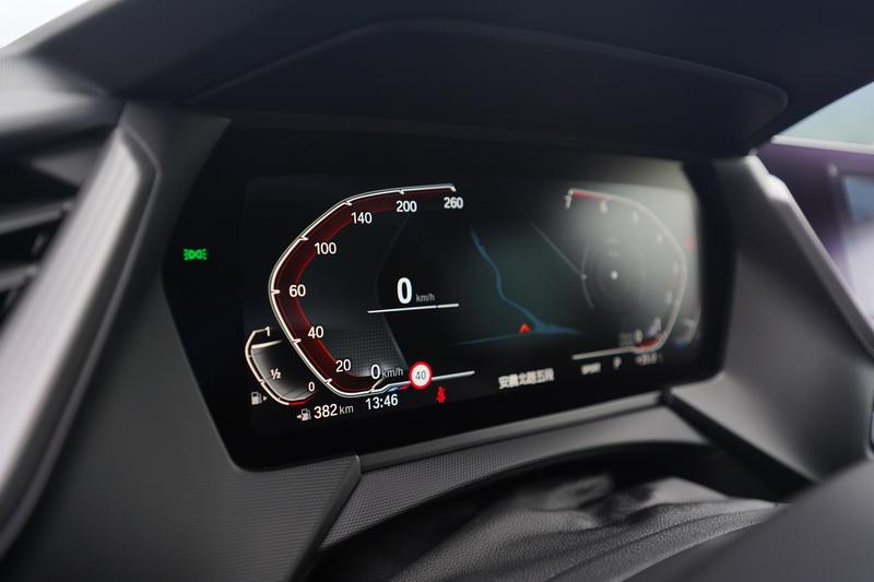 相較傳統指針儀表,數位儀表能提供駕駛更豐富的行車資訊
