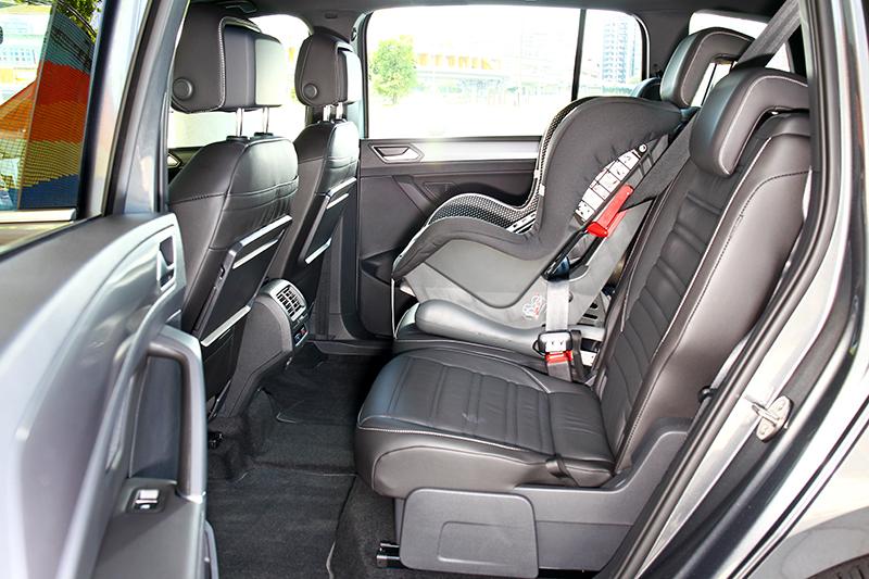 寬闊且自由的調整,即使放置兒童安全座椅也不會影響左右乘坐空間。