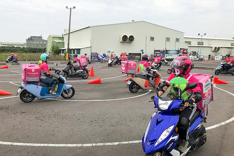 foodpanda領先業界舉辦外送員安全駕駛實地訓練課程,共吸引超過 500 位外送夥伴參與。