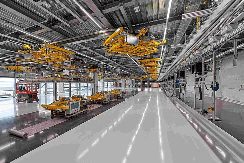 保時捷同時針對組裝線進行大改造,待工程完成後,萊比錫工廠生產彈性將大幅提升,同一生產線可分別生產燃油、E-Hybrid與純電動車共三種不同動力。