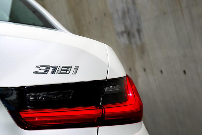 318i Luxury擔任3系列入門車型。
