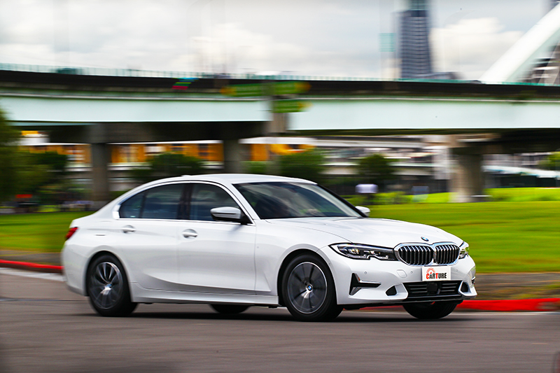 318i Luxury實際加速有著比想像中輕快的表現。