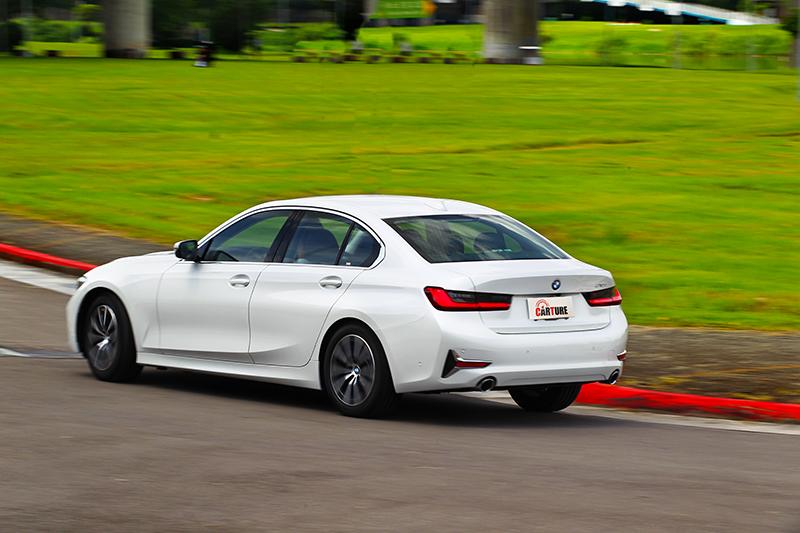 後輪驅動系統即使入門車型也能因此獲得樂趣。