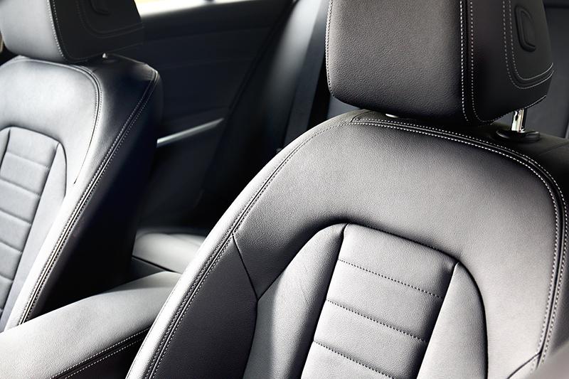 座椅採Vernasca真皮包覆,但包覆性則較為不足。