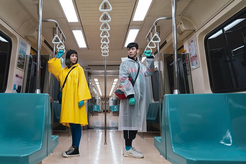 林柏宏(右起)、謝欣穎在電影《怪胎》中飾演異於常人的情侶。