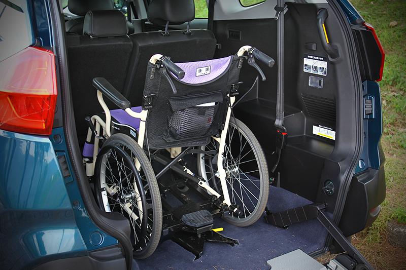 寬敞空間、輪椅快扣固定機制、三點式安全帶以及空調出風口的設置,讓URX 5+1成為台灣市場最具長輩友善概念的SUV。