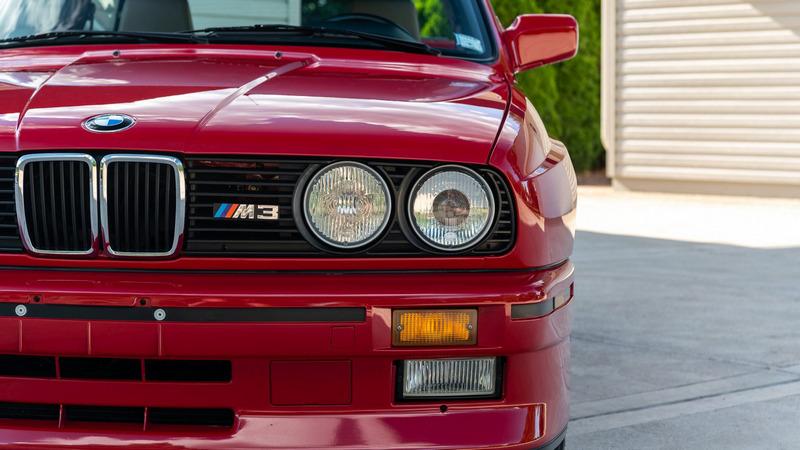 日前Bring a Trailer拍賣會上有一輛1988年的E30 M3進行拍賣。