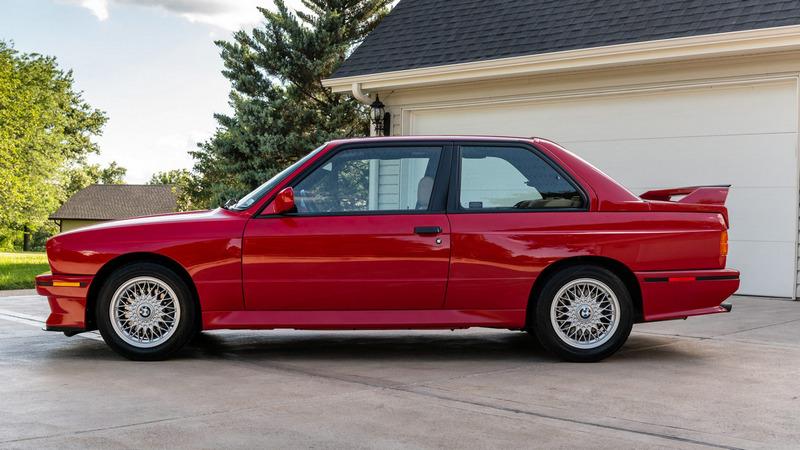 該E30 M3外觀保持的相當玩美。