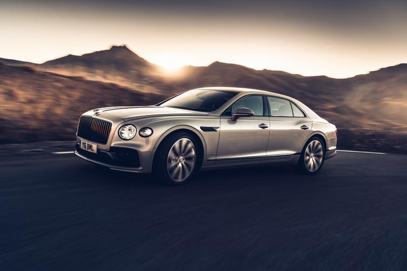 目前Bentley將3D實木飾板實現並運用在Flying Spur。
