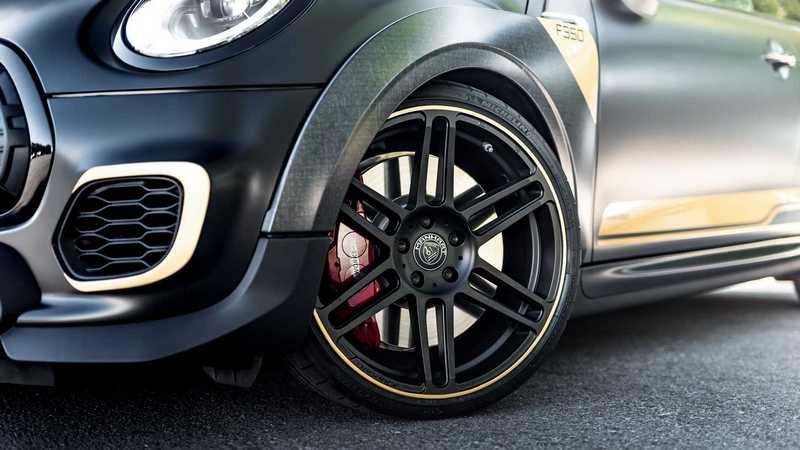 輪圈也升級至19吋,顏色當然也是黑色。