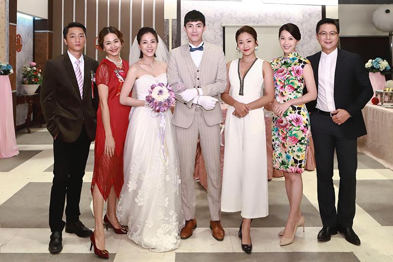 《多情城市》演員(左起)藍葦華、張嘉心、蘇晏霈、王凱、賴慧如、廖苡喬、王燦。