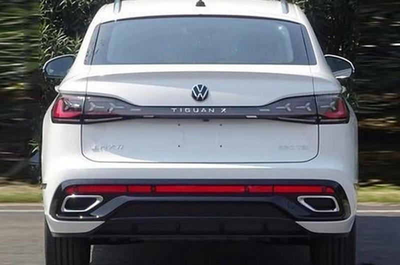Tiguan X著重於車尾,除有著更具跑格的斜背身形,車尾也換上Y字型尾燈。