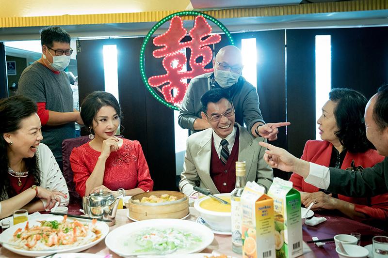 《三春記》演員陳美鳳(左二)潑演活辣阿嬌,夏靖庭(右二)成功詮釋木訥老實區先生。
