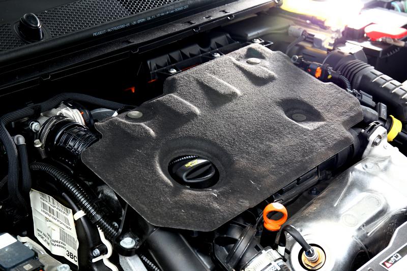 1.5升BlueHDi柴油引擎提供130hp/30.6kgm最大動力,同時也兼具22.3km/L亮眼的平均油耗。