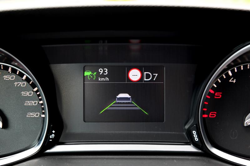 ACC主動式定速巡航控制、ASB主動式煞車輔助與LKA車道維持系統,帶來輕鬆自然駕駛生活。