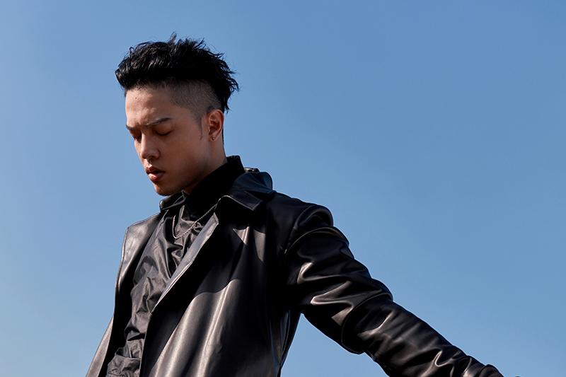 歌手J.Sheon發揮長才,親自設計單曲《愛已死》封面。