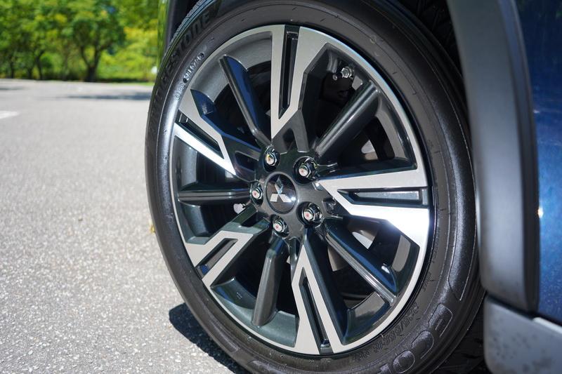 輪圈樣式改為運動感更強的18吋雙色切削五幅款式