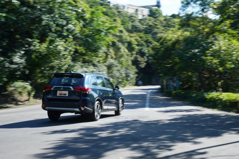 Sport模式讓出彎再加速能保有更高的扭力輸出,搭配S-AWC系統絕對能讓你在山路上玩得開心