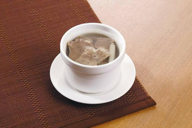東森購物聯手鼎泰豐,父親節前開賣「元盅牛肉湯」。