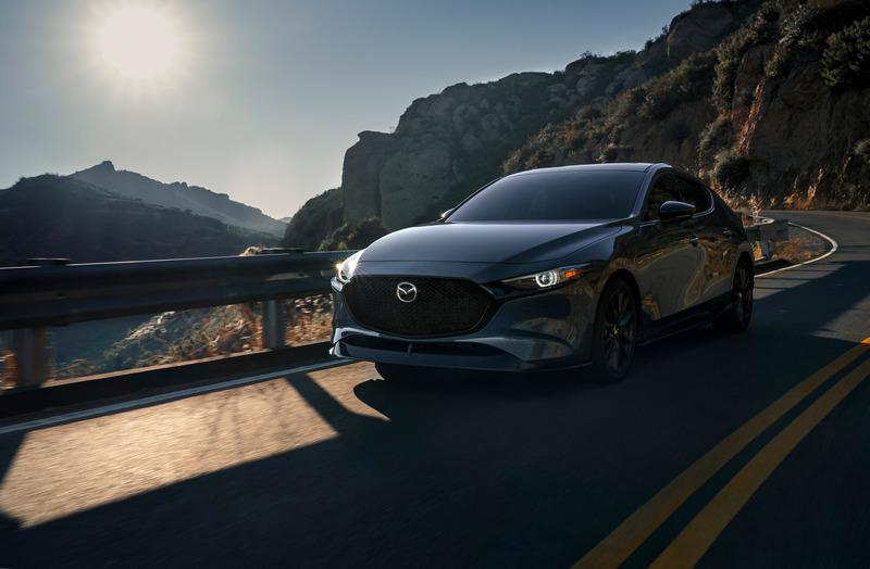 近3萬美元的Mazda 3 2.5 Turbo有特別貴嗎?其實也還好,因為自然進氣的Mazda3 2.5 S w Premium Package AWD四門車型價格也要28,250美元,五門則為29,250美元。