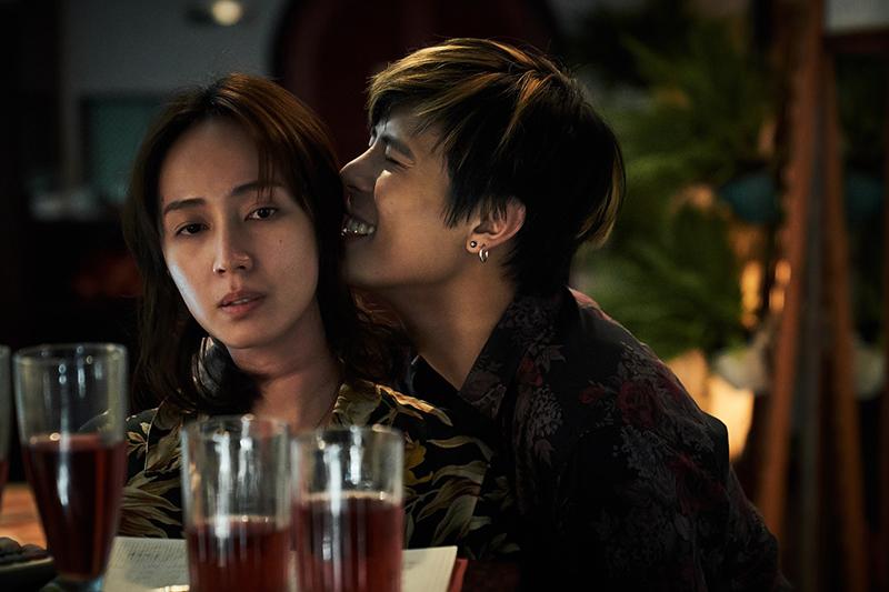 小薰在《追兇500天》與演員柯朋宇激情戲需在面無表情下拍攝。