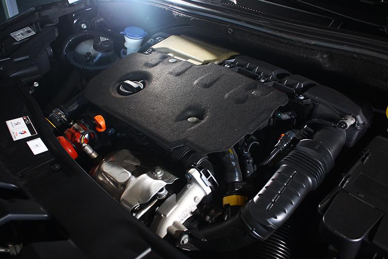 1.5L直列四缸渦輪增壓柴油引擎可輸出120匹/30.6公斤米動能,推動2008的輕車體猶如小菜一碟。