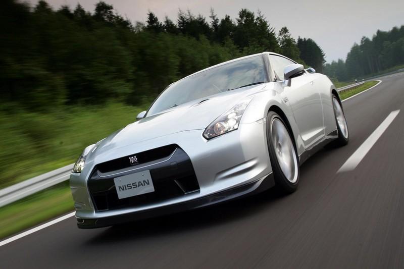Nissan R35 GT-R在紐柏林跑出7分29秒成績。
