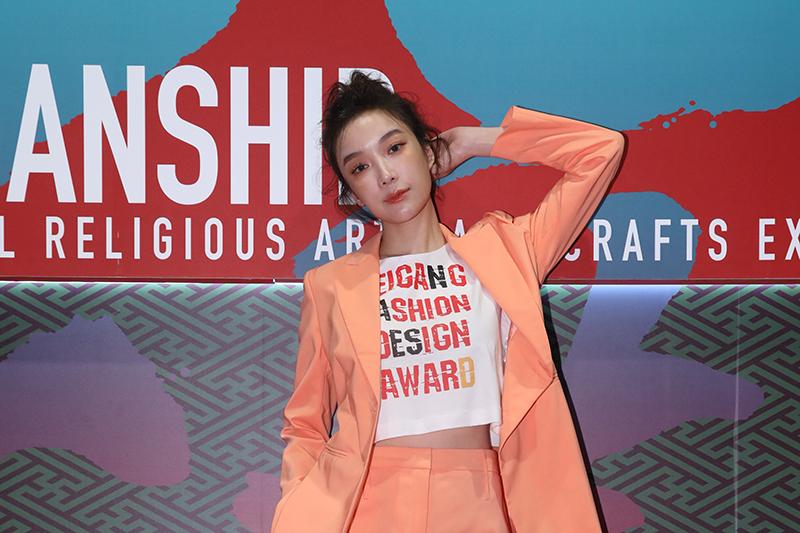蔡淑臻擔任「北港時尚設計競賽」評審。(雲林縣政府提供)