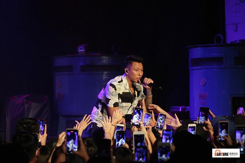 《Toyoyta TV嘻哈一夏演唱會》由瘦子E.SO熱鬧開場。