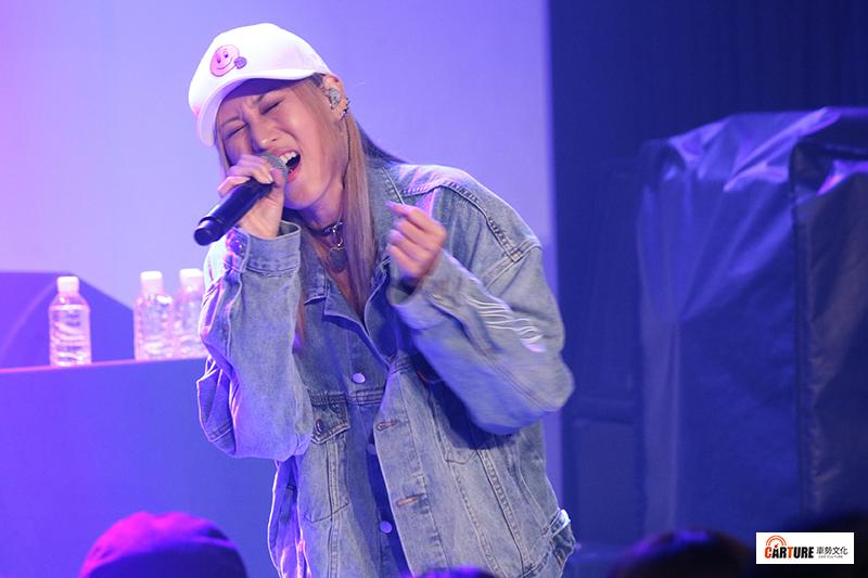 許久未公開演唱的陳嘉唯Renée擔任《Toyoyta TV嘻哈一夏演唱會》嘉賓。