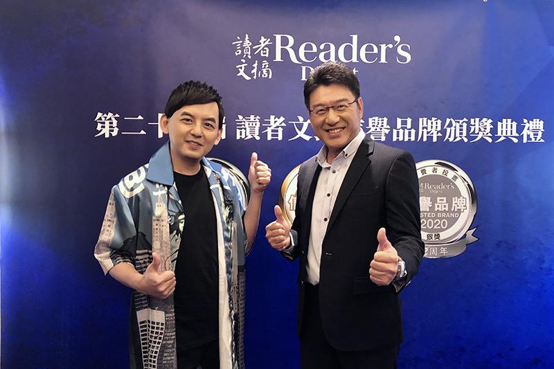 黃子佼(左起)跟謝震武數度為了讀者文摘頒獎典禮同台訪問。/讀者文摘提供