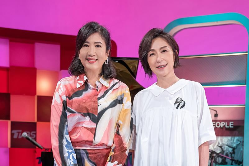 《TVBS看板人物》主持人方念華(左起)專訪台北流行音樂中心董事長黃韻玲。