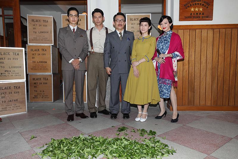 客語時代生活劇《茶金》主要演員(左起)薛仕凌、溫昇豪、郭子乾、連俞涵、李杏。/公視提供