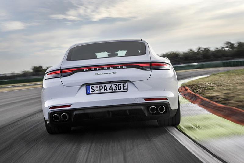 Panamera 4S E-Hybrid全新插電式混合動力車型可輸出560 PS(412 kW)的最大綜效馬力與750 Nm的最大綜效扭力。