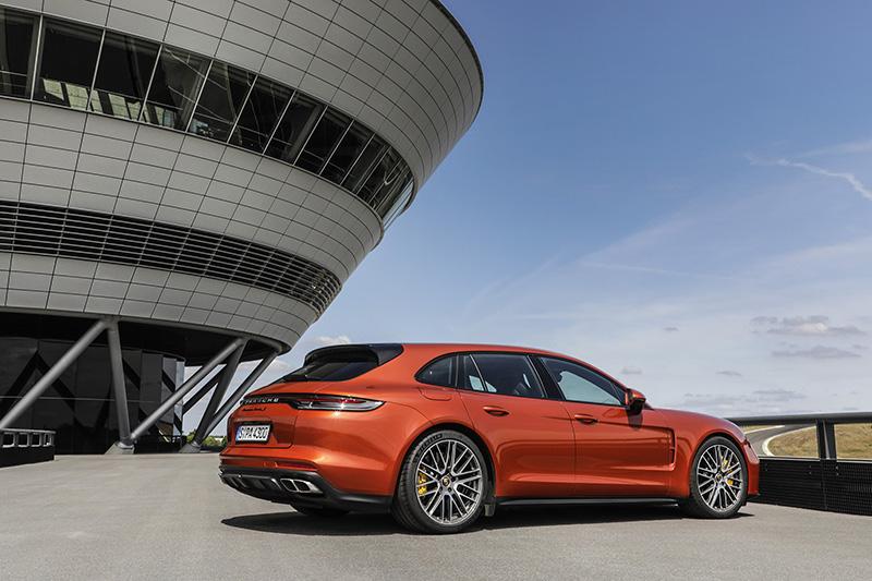 除了運動房車車型之外,全新 Panamera Sport Turismo 車型也一同聯袂登場。
