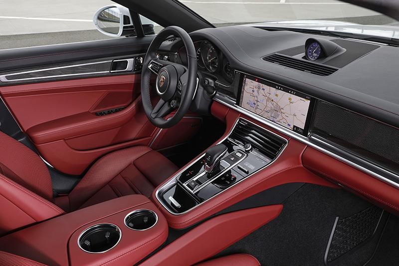 Panamera 4S E-Hybrid標配跑車計時套件(Sport Chrono Package)。