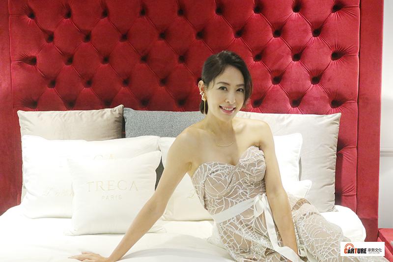 藝人賈永婕出席DeRUCCI 慕思 + 法國TRECA Paris 寢具開幕剪綵,透露自己與老公甜蜜手牽手睡覺。