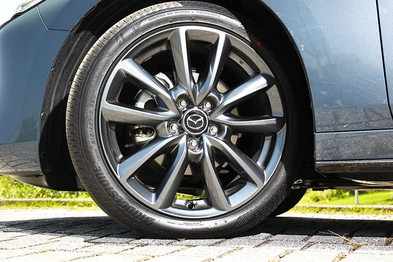 Bridgestone T005輪胎表現不俗,但整體更偏向於營造舒適度。