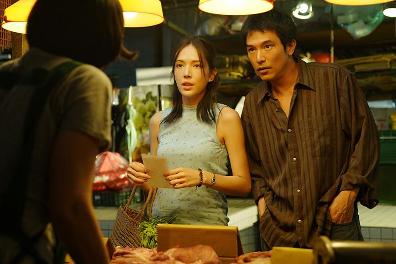 電影《當男人戀愛時》許瑋甯(左起)、邱澤黃昏市場浪漫買菜。