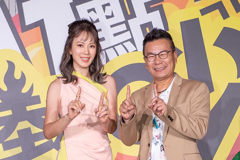 《11點熱吵店》主持人(左起)Melody 跟沈玉琳。